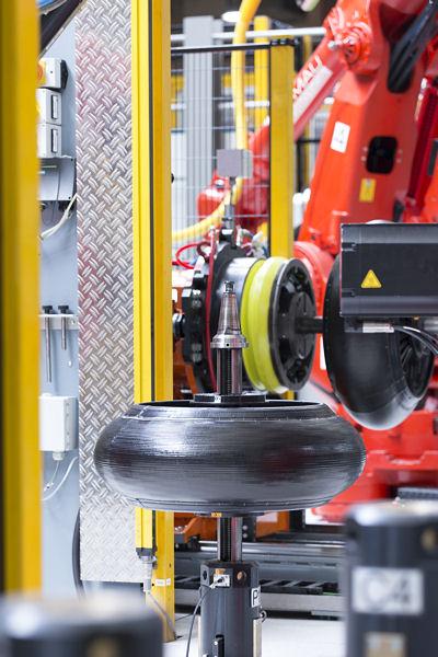"""Ein hohes Maß an Automatisierung wird auch mit Blick auf die Motorradreifenfertigung als Mittel für mehr """"Kostenkonkurrenzfähigkeit"""" angesehen"""