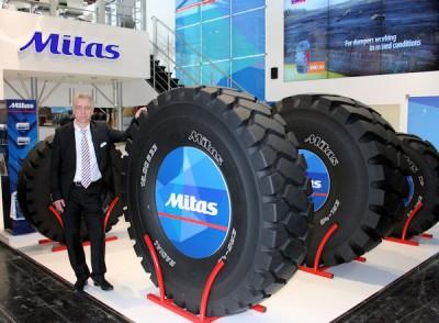 Stefan Bruns vom Mitas-Marketing konnte auf der diesjährigen Bauma in München gleich mehrere neue Produkte präsentieren