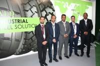 Die Hamburger Handelsgesellschaft Fapco Germany von Gründer und Inhaber Rozbeh Bakhshandeh (links) vertreibt in Deutschland seit zwei Jahren exklusiv Reifen von Emrald Tyres aus Indien