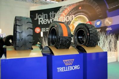 Die Pit Stop Line, ein orangefarbener Verschleißindikator, ist seit 2014 im Markt verfügbar und hat sich fest im Premiumsegment von Trelleborg Wheel System etabliert