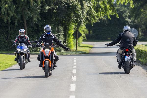wirtschaftsfaktor motorrad steht f r bis zu zw lf. Black Bedroom Furniture Sets. Home Design Ideas