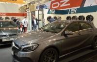 Das Wintergeschäft steht vor der Tür: MSW-Rädern auf den beiden ausgestellten Autos