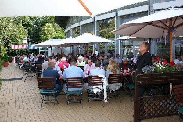 """""""Geschäfte werden zwischen Menschen gemacht"""", ist man auch bei der RTC Reifen-Team überzeugt, die dies erneut beim Sommerfest ihrer Kooperation in Potsdam vorlebte"""