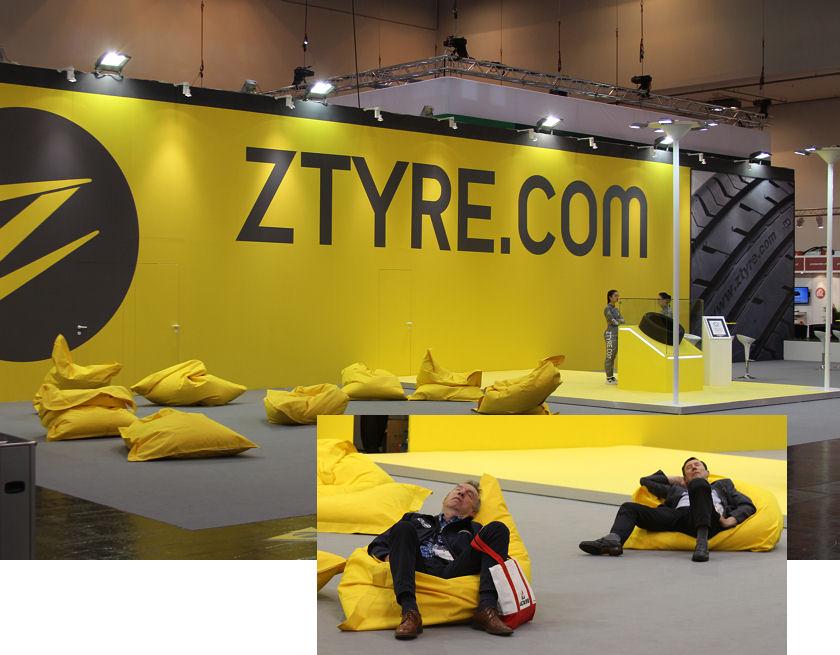 Das Alzura genannte Abomodell soll beim Thema Reifen für Tiefenentspannung aufseiten der Verbraucher sorgen – so wie einige Besucher der zurückliegenden Reifenmesse auch die dortige Z-Tyre-Präsenz nutzten