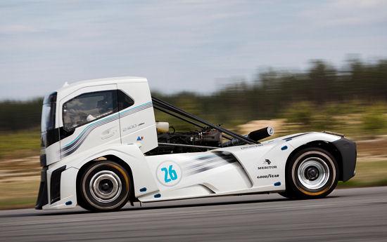 Das 2.400 PS starke Fahrzeug erreichte bei seinen Rekordfahrten eine Höchstgeschwindigkeit von 276 km/h