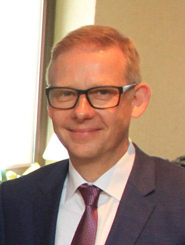 """Für Dr. Andreas Topp, Leiter Materialentwicklung und Industrialisierung sowie Prozessentwicklung für Reifen bei Continental, ist das """"Taraxagum Lab Anklam"""" ein weiterer Meilenstein in dem Projekt, Kautschuk für den Reifenbau aus Löwenzahn zu gewinnen"""