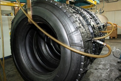 Das Reifenhaus Caspar Wrede gehört zu den kleineren Runderneuerern in Deutschland und fertigt jährlich rund 3.000 Reifen – allerdings ausschließlich für den Bedarf der eigenen Kunden