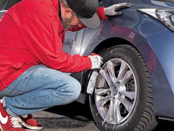 Die Tester von AutoBild empfehlen in jedem Fall, unbedingt auf die Einwirkzeiten zu achten und mit viel klarem Wasser nachzuspülen, damit etwaige Schäden durch aggressive Reiniger vermieden werden