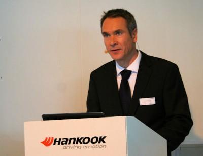 Stephan Brückner, bei Hankook Tire Europe OE Account Manager TBR Tyres, erläuterte anlässlich einer Pressekonferenz auf der IAA Nutzfahrzeuge die Produktneuheiten des Herstellers
