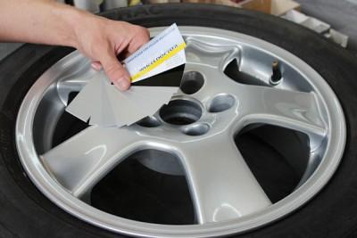 Mit dem WheelDoctor-Felgenlackkonzept (FLK) ist die Identifikation und Lackierung der Alufelgen schnell und einfach möglich, bei der Farbfindung helfen soll der FLK-Farbfächer