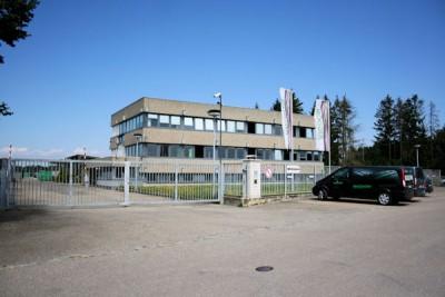 Bis Mitte 2017 soll am Standort in Günzburg an der Donau das Produktionslayout effizienter gestaltet werden, sodass rund die Hälfte der derzeitigen Hallenfläche nicht mehr genutzt wird