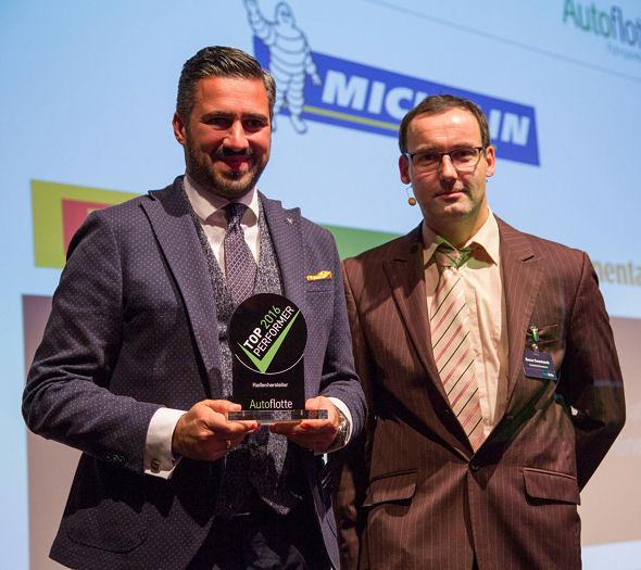 Dem für den Reifenersatzmarkt in Deutschland, Österreich und der Schweiz verantwortlichen Michelin-Vertriebsdirektor Anish K. Taneja (links) wurde die Auszeichnung in de Kategorie Reifenhersteller von Autoflotte-Mitarbeiter Rocco Swantusch übergeben