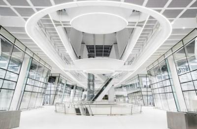 Entworfen wurde der neue Hankook Technodome von Foster + Partners, einem von Sir Norman Foster gegründeten Architekturbüro aus Großbritannien, das Hankooks moderne Technologie, Vision und Kultur in das Gebäude einfließen ließ