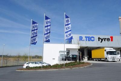 Seit ihrer Gründung steht die neue Großhandelsdachmarke Tyre1 im Fokus aller Marketinginitiativen der Reiff-Gruppe, wobei die bisherigen Großhandelsmarken – darunter seit diesem Jahr auch R.Tec (im Foto der Standort in Bautzen) – im Vergleich dazu in den Hintergrund rücken