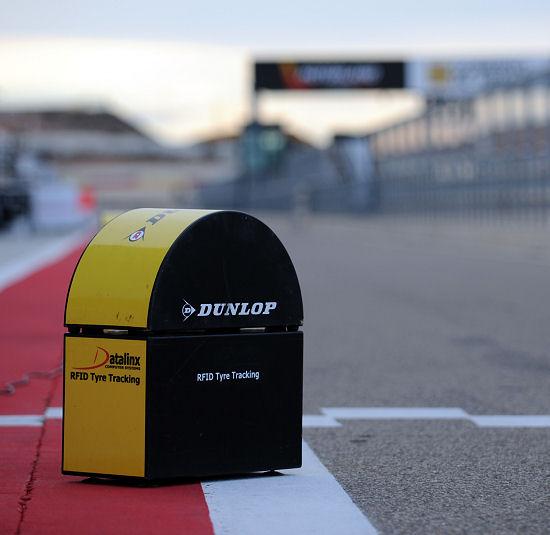 Das neue RFID-System, über das die in der BTCC eingesetzten Reifen identifiziert werden können bzw. ein Nachvollziehen ihres Einsatzes bei den Rennen möglich ist, soll unter anderem ein noch schnelleres Auslesen und Übermitteln der (Reifen-)Daten bieten