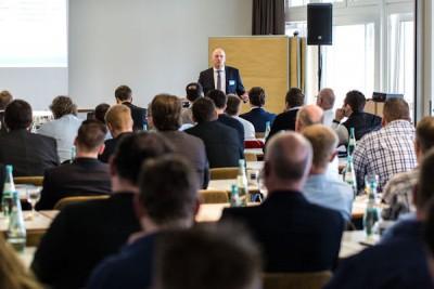 Im Vorfeld der GDHS-Frühjahrestagungen konnten sich diejenigen Partner, die sich neben dem Pkw- auch dem Lkw-Service verschrieben haben, über Aktuelles informieren; André Vennemann trug vor