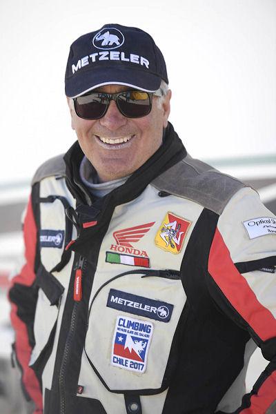 Auf einer CRF450RX fuhr Salvatore Pennisi, Leiter der Testabteilung bei Metzeler, in 22 Stunden und 40 Minuten auf die höchste Höhe über dem Meeresspiegel, die jemals auf einem Motorrad erreicht wurde: 5.977 Metern