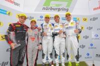 Zufriedene Gesichter bei Dunlop und auf dem Podium: Der Hersteller beendete das 24-Stunden-Qualirennen mit einem Doppelsieg