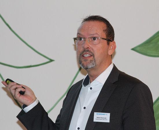 """""""Der 'Speed-Grip 3' ist ein wunderbarer Winterreifen geworden, der sicherlich auch bei Tests wieder sehr gut abschneiden wird"""", ist Produkttechniker Robert Dworczak überzeugt"""