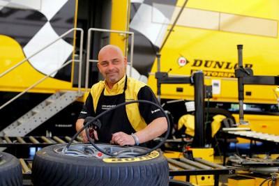 Dunlop bringt in diesem Jahr immerhin 4.000 Reifen mit zum 24-Stunden-Rennen und außerdem mit einem umfangreichen Rennsportservice vor Ort