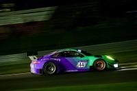 Während der Falken-Porsche (Foto) schon nach 26 Runden nach einer Kollision ausfiel, fuhr der Falken-BMW immerhin von Startplatz 37 bis auf Platz acht vor