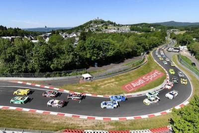 Ab Sonnabendnachmittag gingen rund 160 Teams auf die Hatz rund um den Nürburgring samt Grand-Prix-Strecke im Schatten der gleichnamigen Burg; es wurde am Ende ein Hitchcock-Finale, wie es nur der Eifelrundkurs mit seinen Wetterkapriolen ermöglichen kann
