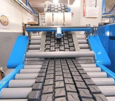 """Als Bandag-Partner seit Anfang der 1970er Jahre nutzt Reifen Lindinger ausschließlich das von der Bridgestone-Tochter bereitgestellte Material und die entsprechenden Produktionsanlagen; in St. Ingbert ist man allerdings der Ansicht, """"Bandag muss sich mehr auf den Markt einstellen, was Qualität und Preise betrifft"""""""