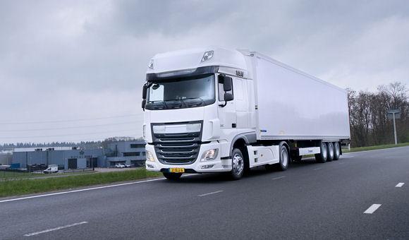 """Ausgelegt für einen ganzjährigen Lkw-Einsatz auf langen bis mittleren Distanzen gibt es Nokians neue """"E-Truck""""-Produktfamilie in Varianten für die Lenk-, Antriebs- sowie Trailerachse"""