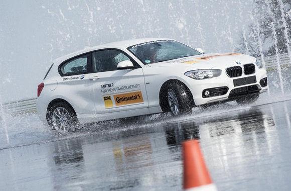 Bei dem Fahrsicherheitswettbewerb sind diverse Fahrsituationen von den Teilnehmern zu meistern
