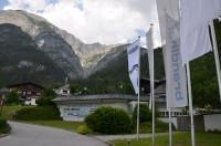 """Schauplatz von Kraiburg Austrias drittem """"Retreading-Gipfeltreffen"""" war das Hotel Gut Brandlhof mit angrenzendem ÖAMTC-Fahrtechnikzentrum im österreichischen Saalfelden"""