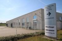 Gegenüber dem Hauptgebäude des neuen Lkw-Reifenlagers der Pneuhage-Gruppe steht eine weitere Halle zur Verfügung; insgesamt hat die Unternehmensgruppe aus Karlsruhe mehrere Hunderttausend Euro in den Umzug investiert