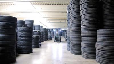 Das neue Zentrallager in Hainichen bietet Platz für 45.000 Lkw-Reifen und damit 50 Prozent mehr Kapazität als das bisher in Nossen genutzte Lager