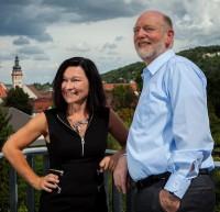 Als SAP-Partner haben die Poet GmbH mit ihrer Geschäftsführerin Gerlinde Wiest-Gümbel sowie die Cormeta AG rund um Vorstand Holger Behrens gemeinsam die Gesamtverantwortung in Bezug auf das neue Knoll-Warenwirtschaftssystem samt angeschlossenem Onlineshop getragen