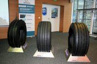 Die neue Reifenfamilie Michelin X Multi kommt zunächst mit den Kennungen F, D und Z auf den Markt, und zwar in zunächst sechs Dimensionen; dem Hersteller zufolge sollen indes weitere Größen folgen