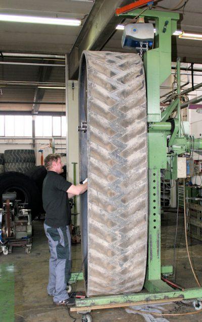 Ridgon runderneuert nicht nur Reifen, sondern auch Gummiketten; darüber hinaus setzt der Hersteller auf weitere Nischenprodukte