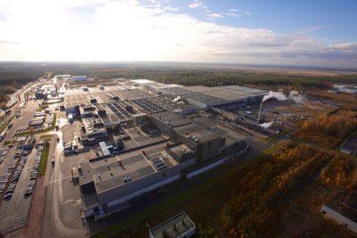 Seit der Eröffnung der Nokian-Tyres-Reifenfabrik in Wsewoloschsk nahe Sankt Petersburg hat sich die Anlage zu eine der größten Reifenfabriken Europas gemausert; aktuell liegt ihre nominelle Produktionskapazität bei jährlich 17 Millionen Pkw-Reifen