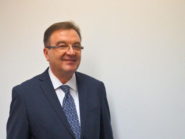 """Für Peter Gulow, bei Nexen Tire Vice President Europe Central & East und Managing Director für den DACH-Markt, ist klar, durch das neue Reifenwerk in Tschechien sei """"eine weit bessere Versorgung des europäischen Marktes mit Nexen-Tire-Produkten sichergestellt"""" (Quelle: Nexen Tire Europe)"""
