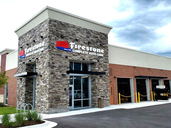 Firestone Complete Auto Care ist einer der Namen, unter denen Bridgestone in den USA insgesamt 2.200 Handelsniederlassungen betreibt (Bild: Bridgestone)