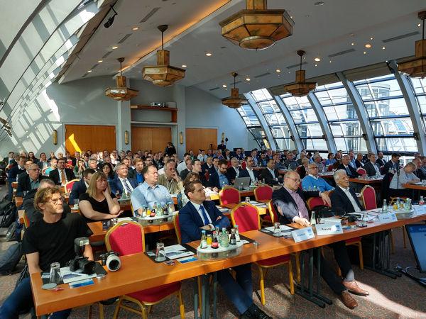 Beim BRV ist die Vorfreude groß, dass die Branche – wie hier auf dem Foto 2019 in Hamburg – bei der nunmehr für Ende September anberaumten Mitgliederversammlung wieder zusammentrifft: dann in der Kölner Festhalle Gürzenich (Bild: NRZ/Christian Marx)