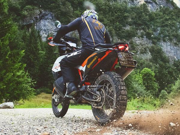 """Contis """"TKC 70 Rocks"""" soll im Gelände griffiger sein als der Reiseenduroreifen """"TKC 70"""" sowie """"auf der Straße ausdauernder"""" als das als Geländegänger beschriebene Profil """"TKC 80"""" (Bild: Continental)"""