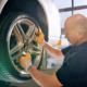 Flottenorganisationen aus dem Reifenhandel können immer öfter auch mit ihrem Autoserviceangebot punkten und profitieren im Wettbewerb mit Autohäusern von deutlich geringeren Stundenverrechnungssätzen (Bild: Continental)