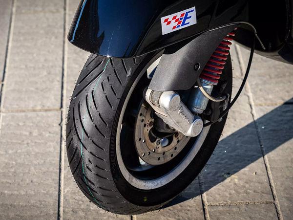 """Der Rollerreifen """"Bee Connect"""" seiner Marke Eurogrip ist laut TVS Srichakra nur das erste von vielen Produkten, die der indische Hersteller in der näheren Zukunft für motorisierte Zweiräder in Europa bzw. den internationalen Märkten neu an den Start bringen will (Bild: TVS Srichakra)"""