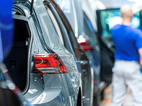 Bis 2025 soll es noch dauern, dass die Autoindustrie hinsichtlich der Zahl der weltweit abgesetzten Fahrzeuge wieder die 2018 aufgestellte Rekordmarke von 94 Millionen Einheiten erreicht (Bild: Volkswagen)