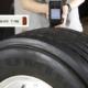 """Schon seit 2013 rüstet Kumho alle seine Reifen mit sogenannten RFID-Chips (siehe Inset) aus für ein effizientes Reifenmanagement bzw. für """"permanente """"Qualitätskontrollen, eine professionelle Logistik und kundenorientiertes Handeln"""", zumal auf ihnen von außen auslesbare Produktdaten gespeichert werden können (Bild: Kumho)"""