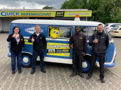 Das Quick-Team in Braunschweig um Gregor Rydz (Zweiter von links), der mit seiner neu gegründeten IP Tyres38 GmbH den Betrieb im Bültenweg 49 von Richard Kaltschmidt übernimmt (Bild: IP Tyres38 GmbH/Quick Reifendiscount)