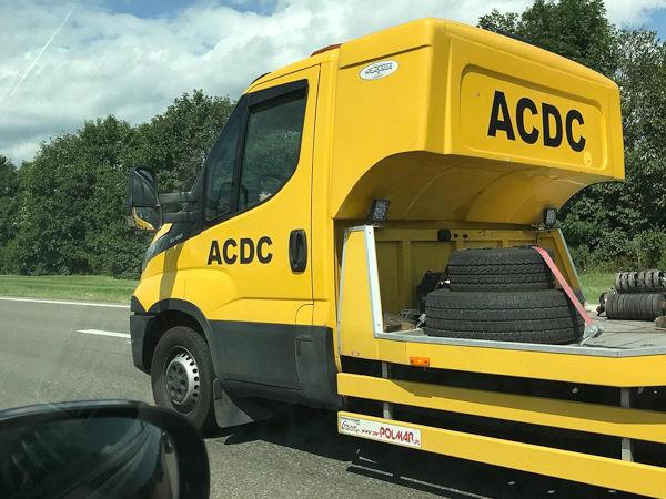 """Der ADAC warnt vor """"Abzockern"""" bzw. """"Kriminellen"""", die in Ländern Ost- und Südosteuropas als falsche Pannenhelfer auftreten, um mit ihrem Wagen liegen gebliebenen Reisenden viel Geld für Abschlepp- und teils unnötige Werkstattleistungen abzuknöpfen (Bild: ADAC SE)"""