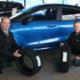 Hugo-Pfohe-Reifenmanager Matthias Hintz (rechts) mit Goodyears Sales Representative Axel Stiegemeyer (Bild: Goodyear)