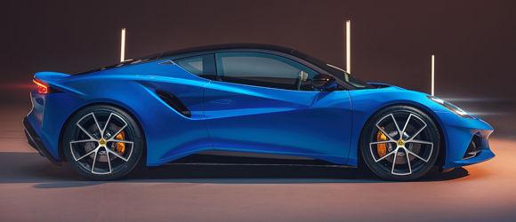 Der Emira wird mit zwei Benzinmotoren angeboten – einem aufgeladenen 2,0-Liter-Vierzylinder und einem aufgeladenen 3,5-Liter-V6 – mit einer Leistung von 360 bzw. 400 PS angeboten und soll der letzte Verbrenner des britischen Sportwagenherstellers sein (Bild: Goodyear)