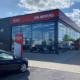 Nachdem HaCoBau bereits 2018 bei einem Projekt rund um seine Reifenlagerhallen und Reifenregale bei der Autohaus Marcel Möller GmbH zum Zuge kam, hat das Unternehmen für den Kia-Händler nun auch eine neue Ausstellungshalle samt Werkstattanbindung errichtet (Bild: HaCoBau)