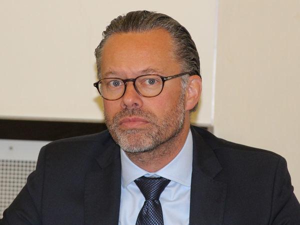 """""""Ich freue mich, dass unser Plug-&-Play-Angebot mit Komplettständen gut angenommen wird, und dass sich der Großteil der anmeldenden Unternehmen sich wieder persönlich in Frankfurt treffen möchte"""", sagt Automechanika-Direktor Olaf Mußhoff (Bild: NRZ/Christian Marx)"""